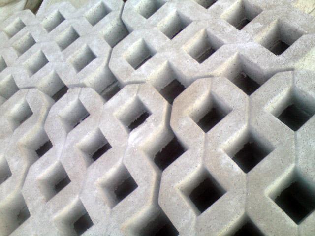 Fontanny znaleźć możemy w rozmaitych kształtach i są wykonane z różnorakich materiałów.